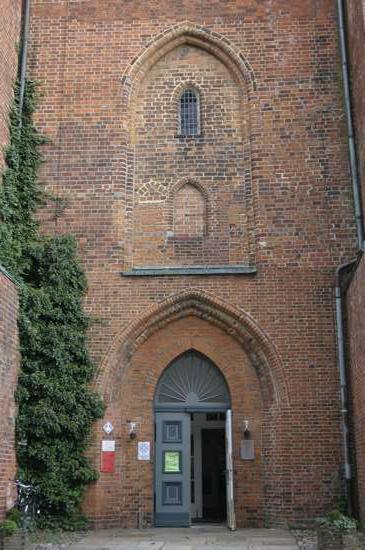 Eingang-zur-Kirche
